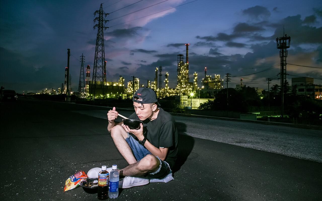 來個特別的工廠夜景野餐。